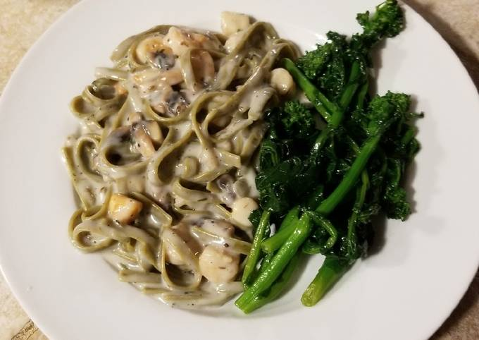 Seafood fettucinis in white sauce