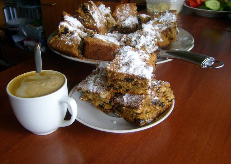 Cake with nuts and prunes