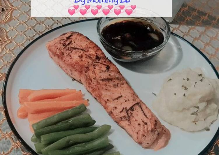Salmon Steak With Blackpepper sauce