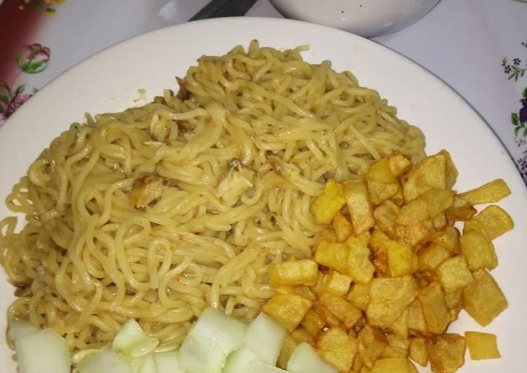 Indomie with fried Irish potato and cucumber #teamabuja