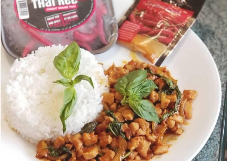 Pad Gaprao Gaiผ ดกระเพราไก Spicy Thai Basil Chicken Recipe By Fisiana Cahyadi Xian Cookingdiary Cookpad