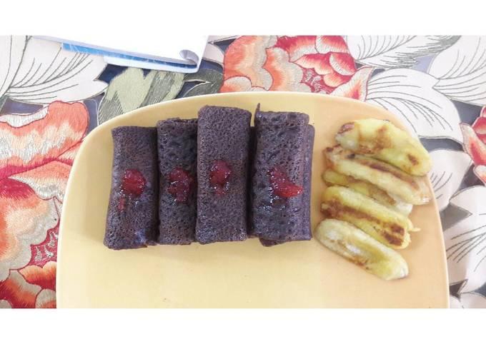 Resep Dadar gulung coklat isi pisang strawberry, Bikin Ngiler