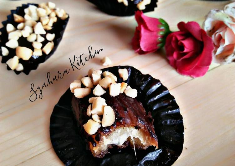 - 2 Kurma Coklat Keju