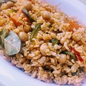 Guiso vegetariano de arroz integral y garbanzos light