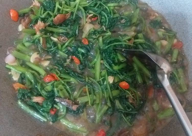 Tumis kangkung tongkol suir - cookandrecipe.com