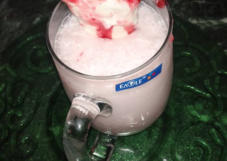 Strawberry shake with ice cream