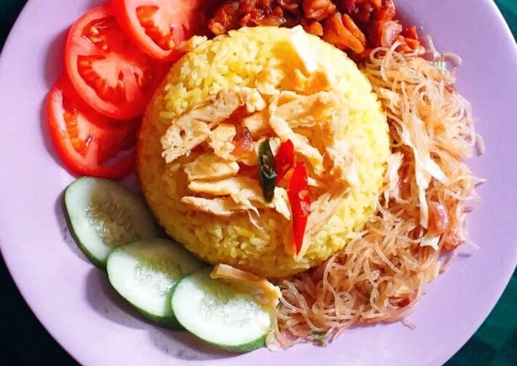 Nasi kuning (anti cepat basi)