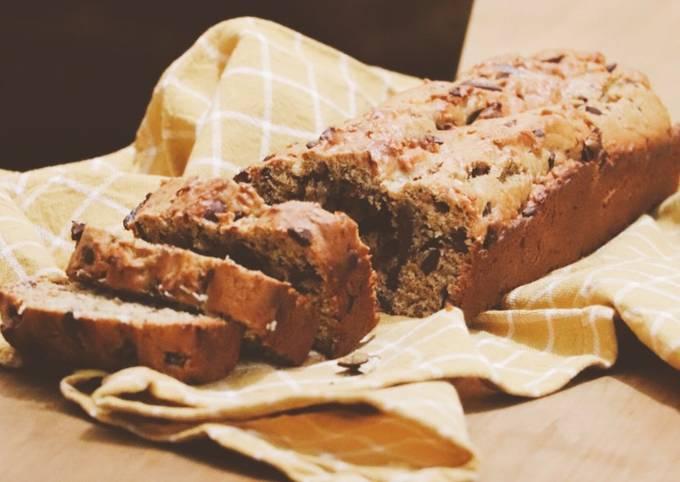 Banana bread vegan au beurre de cacahuète et pépites de chocolat