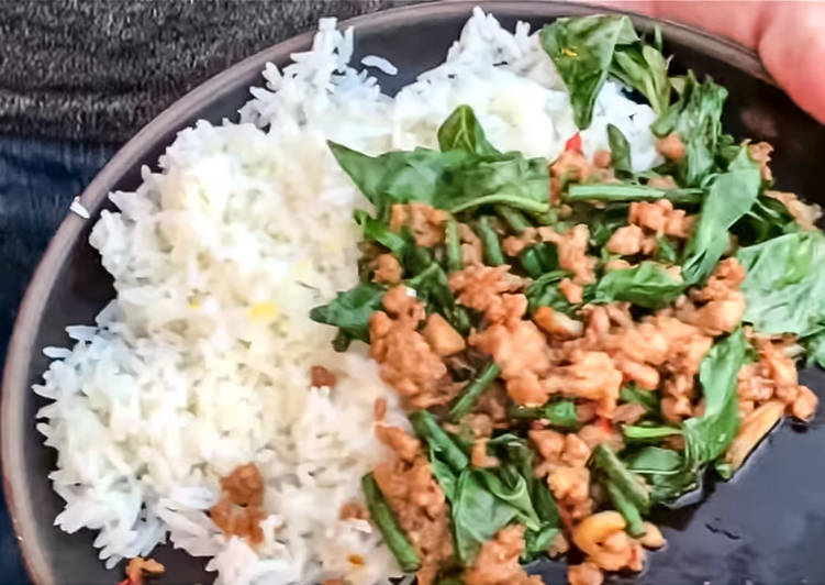 [Video inside] Pad kra pao gai (chicken stir with basil)