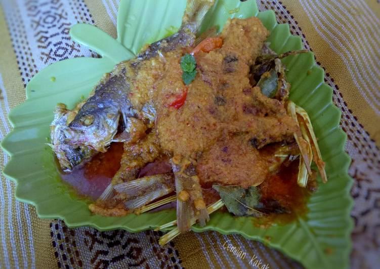 Pesmol Ikan Ekor Kuning
