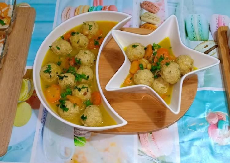 Boulettes de poulet haché et fenouil en sauce