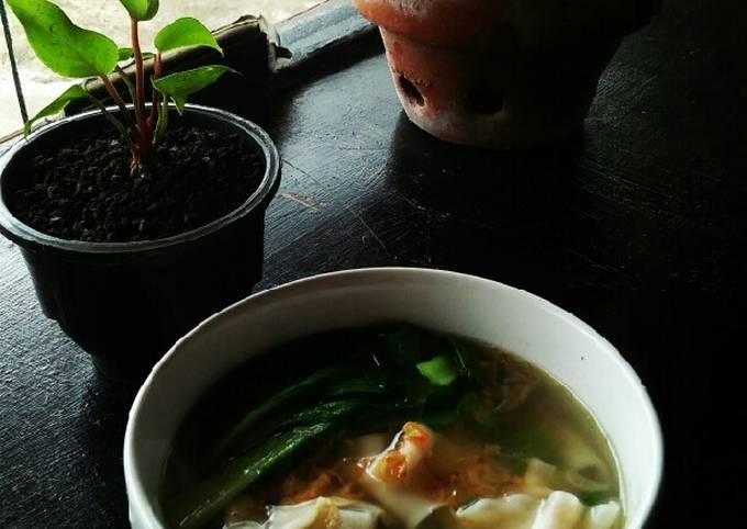 Sup pangsit favorit keluarga