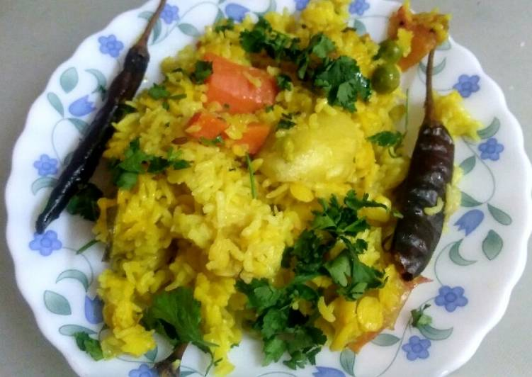 Dalkhichdi with mix vegs