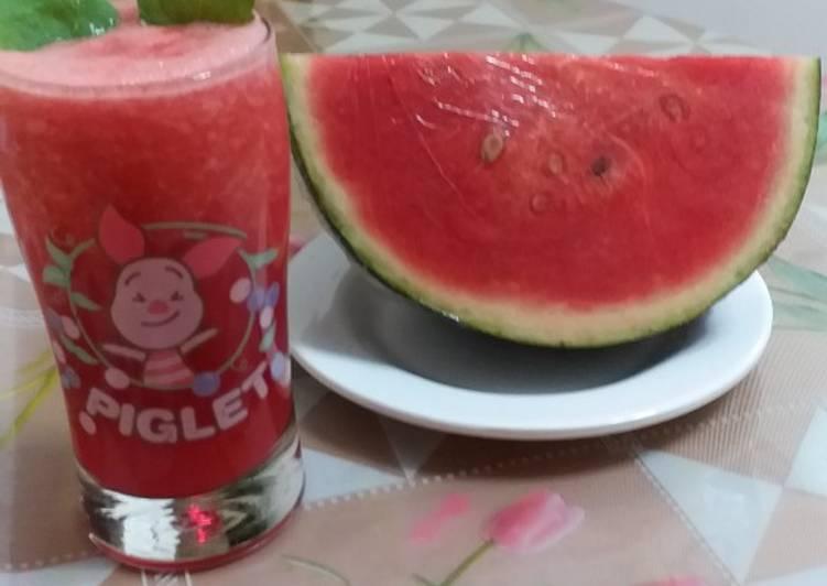 Jus semangka dan daun mint