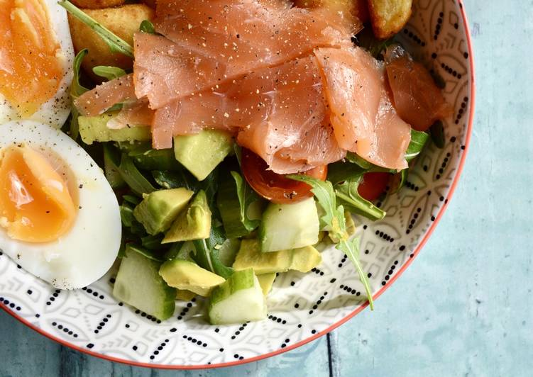 Step-by-Step Guide to Make Quick Smoked Salmon Salad Bowls