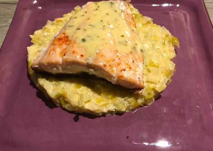 Pavé de saumon beurre blanc à l'estragon et fondue de poireau