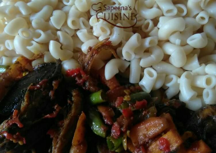 Simple Way to Prepare Quick Macaroni + smoked fish sauce with veggeies