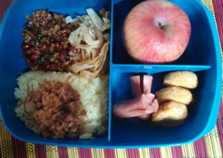 Nasi kuning magic com, bekal praktis dan sehat