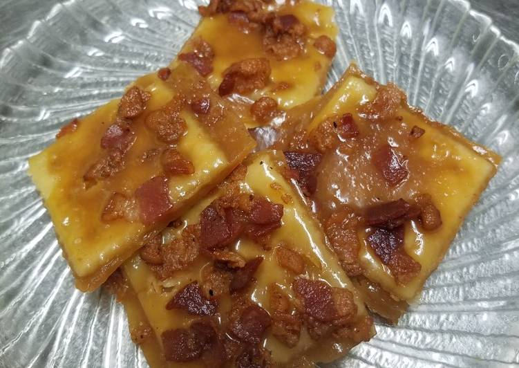 Candied bacon crackers