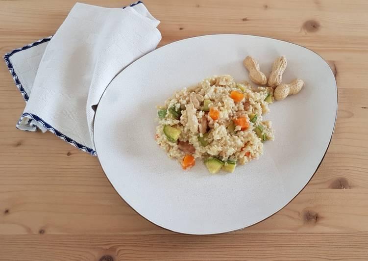 Bulgur con pollo, verdure e arachidi