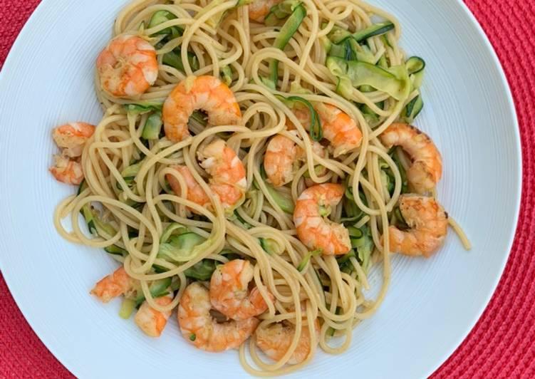 Recette De Spaghettis et tagliatelles de courgettes et crevettes