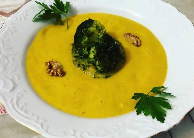 Crema de brócoli con medallón de merluza