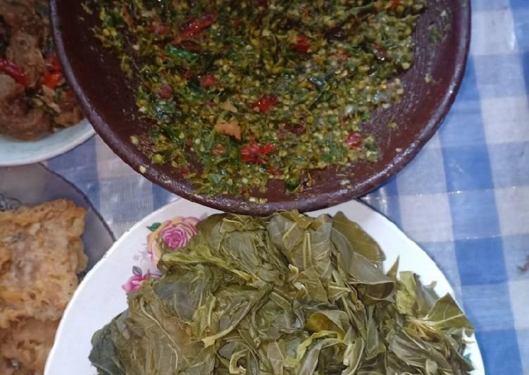 Sambal lalap daun singkong (untuk yg doyan sambal gk kuat pedas)