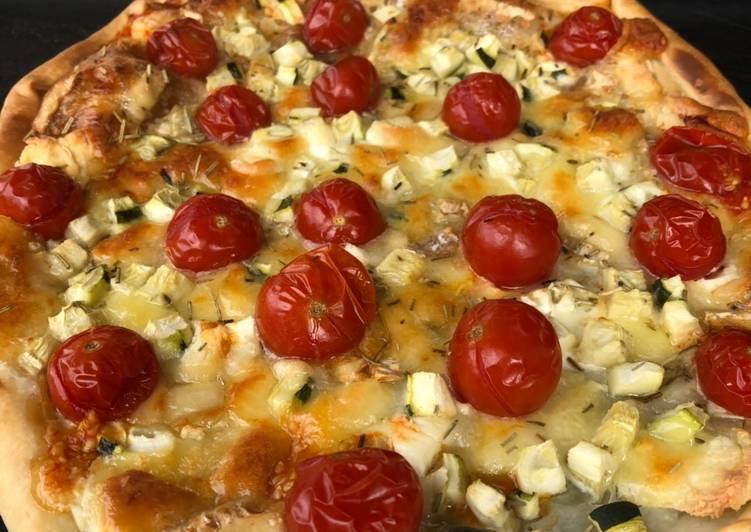 Tarte fine courgette chèvre tomate