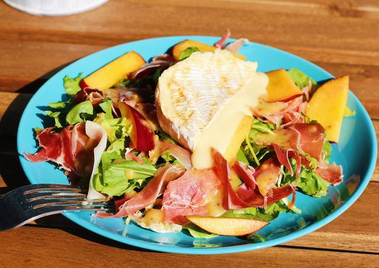 The Best Dinner Easy Love Salad with camembert and prosciutto in honey-mustard sauce