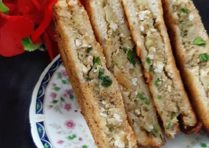 Steps to Make Speedy Egg fried sandwiches