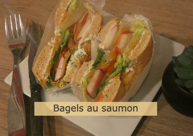 Pain bagel et bagel au saumon