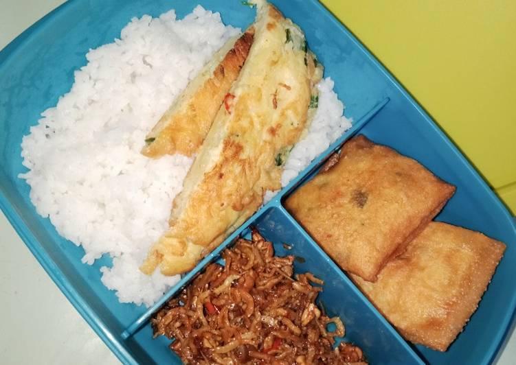 Nasi putih orek tempe telur+Martabak sayur