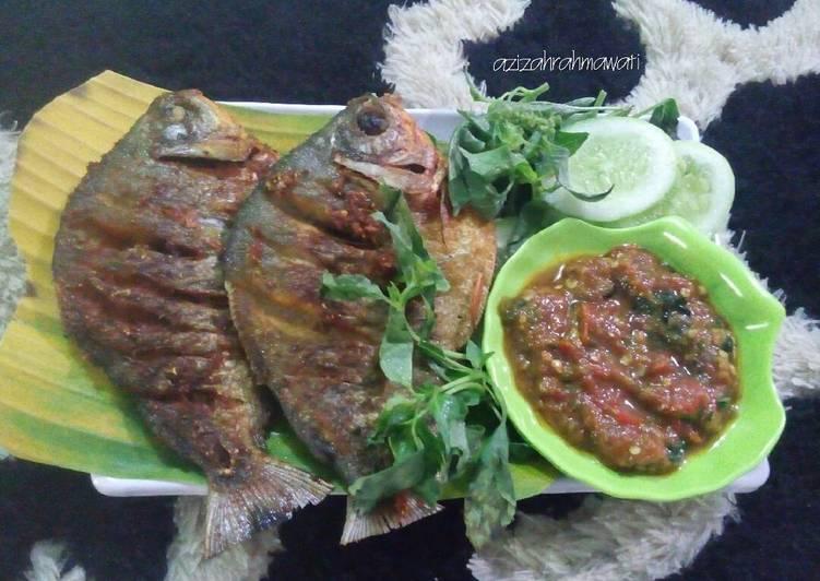 Resep Ikan Bawal Goreng Sambal Sari Laut Oleh Azizah Rahmawati Cookpad