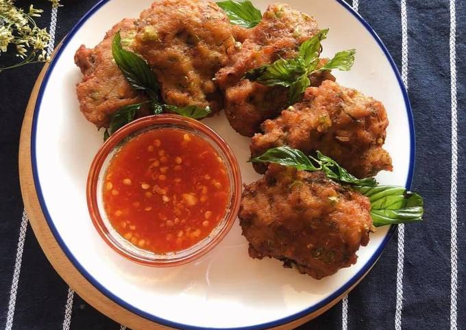 How to Prepare Any-night-of-the-week 🧑🏽🍳🧑🏼🍳 Thai Spicy Pork Cakes • With Homemade Red Curry Paste Recipe