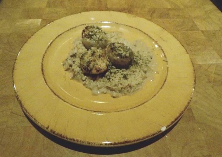 Scallops with Garlic Wine Sauce