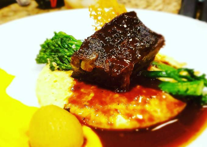 Red Wine Braised Short Ribs in Reduction Sauce