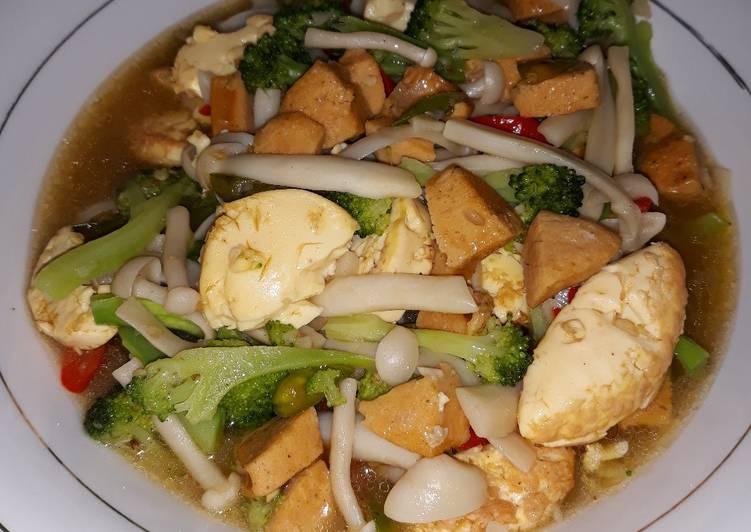 Cah Brokoli dengan Tofu, Sosis, Jamur Shimeji
