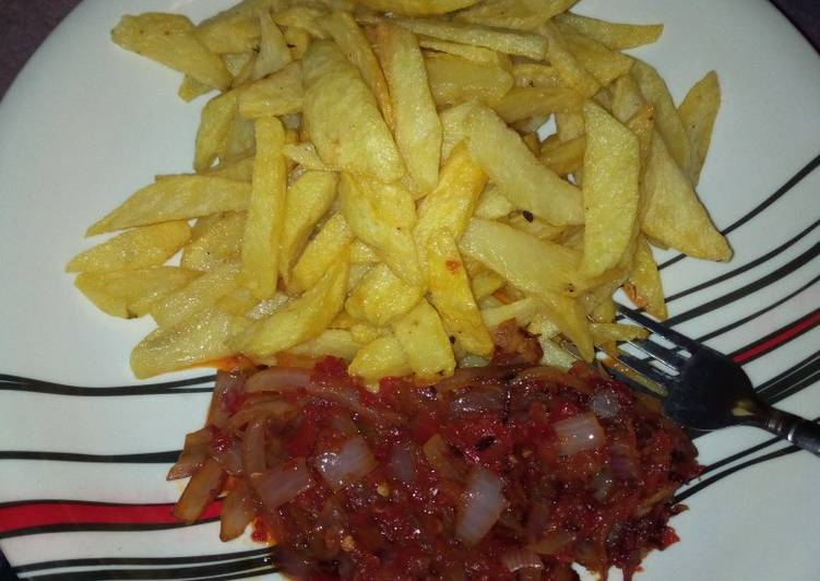 What are some Dinner Easy Homemade Chips and Sauce
