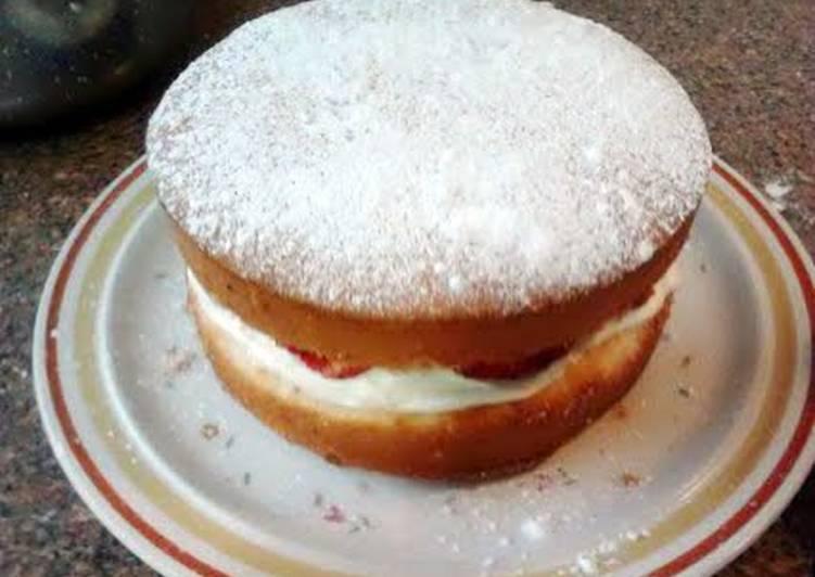 Amy's large sponge cake .
