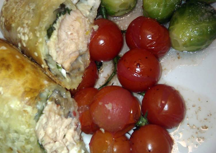 Steps to Prepare Quick 'V' Sinless salmon en croute