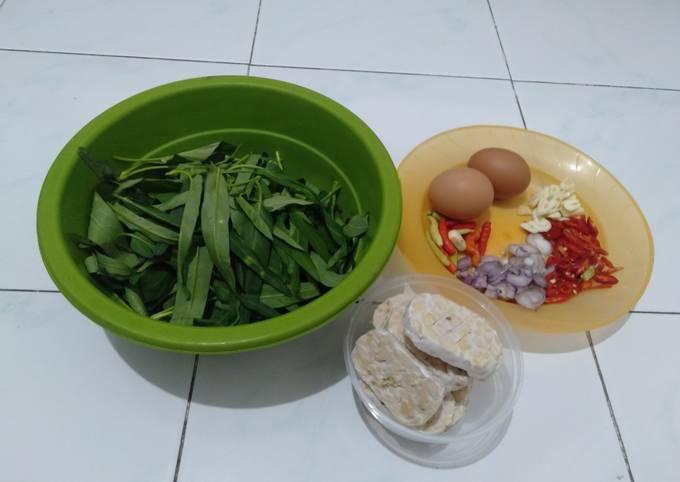 Oseng kangkung (bekal kerja simpel)