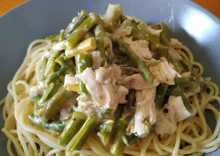 How to Prepare Appetizing Creamy chicken and asparagus pasta