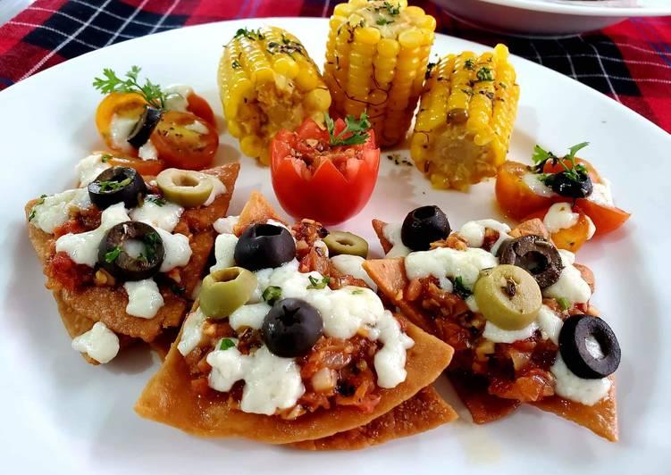 Nachos With Tomato Salsa & Corn on Cob