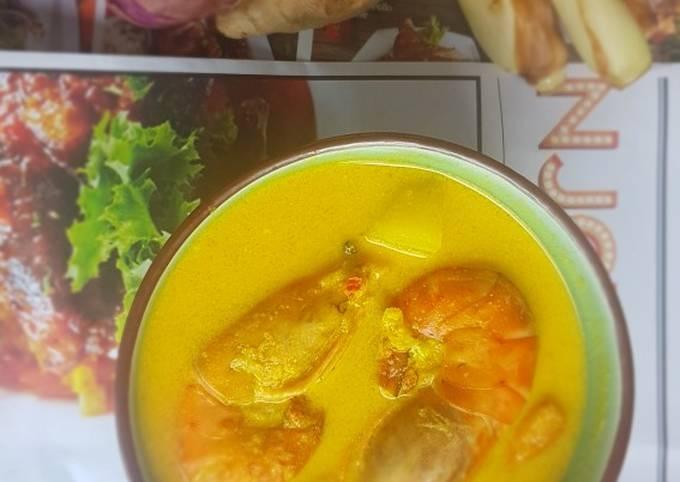 Udang galah masak lemak kuning