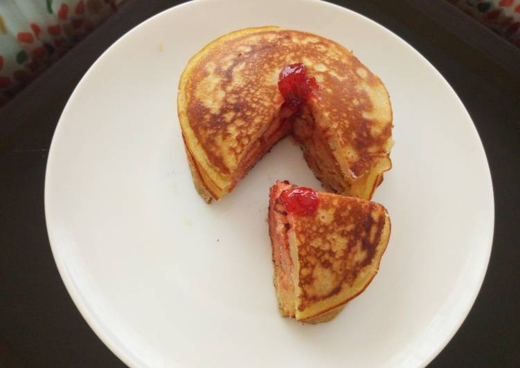 Vanilla flavoured,strawberry jam pancakes
