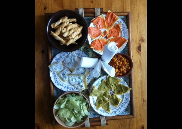 Apéritif maison : feuilletés au fromage tortillas façon tapas saumon concombre pesto d olives