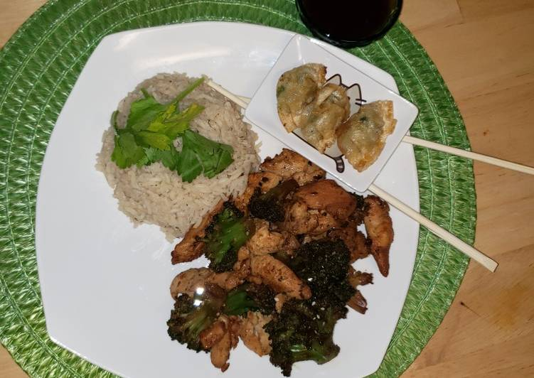Dining 14 Superfoods Is A Great Way To Go Green For Better Health Hibachi at Home; Chicken & Broccoli