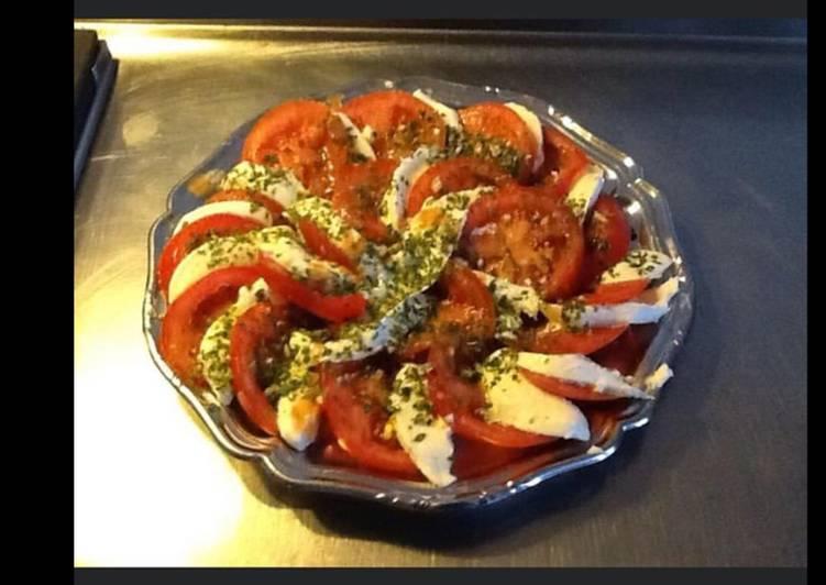Méthode simple pour Préparer Ultime Salade de tomates du jardin burrata persil et ciboulette