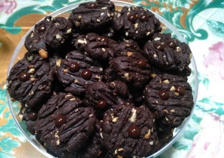 Double chocolate cashew cookies