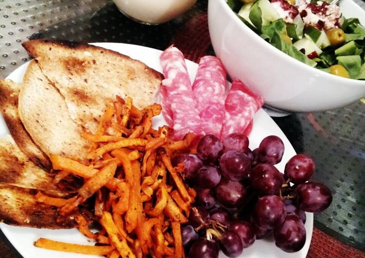 Cranberry salade with Sweet potato frites and garlic tortillas